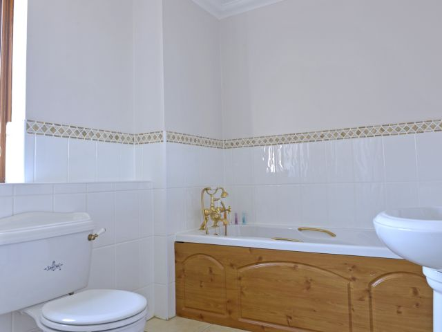 Master bedroom ensuite has bath and shower