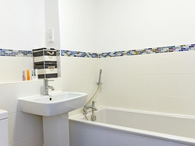 Main bathroom in The Lock