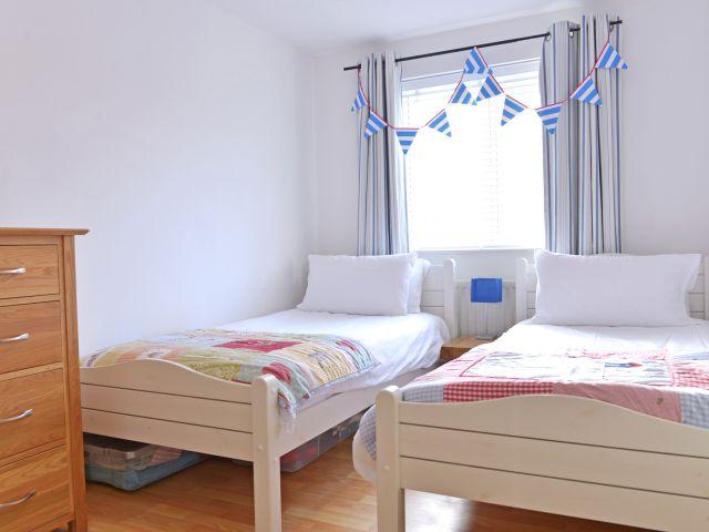 Twin bedroom in The Lock