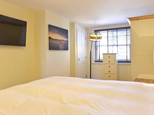 Double bedroom - has TV