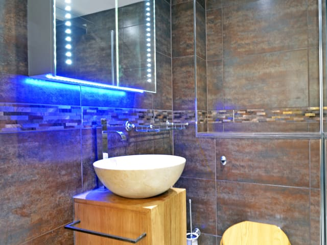 Ensuite wetroom to double