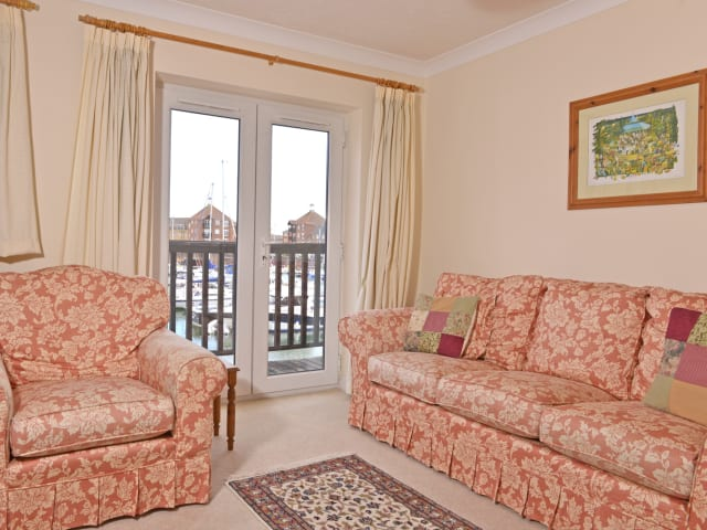 First floor lounge with balcony