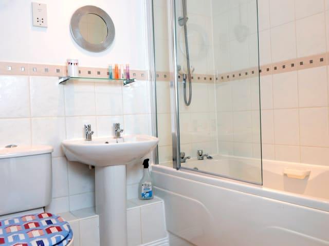 holiday apartment rental Bathroom