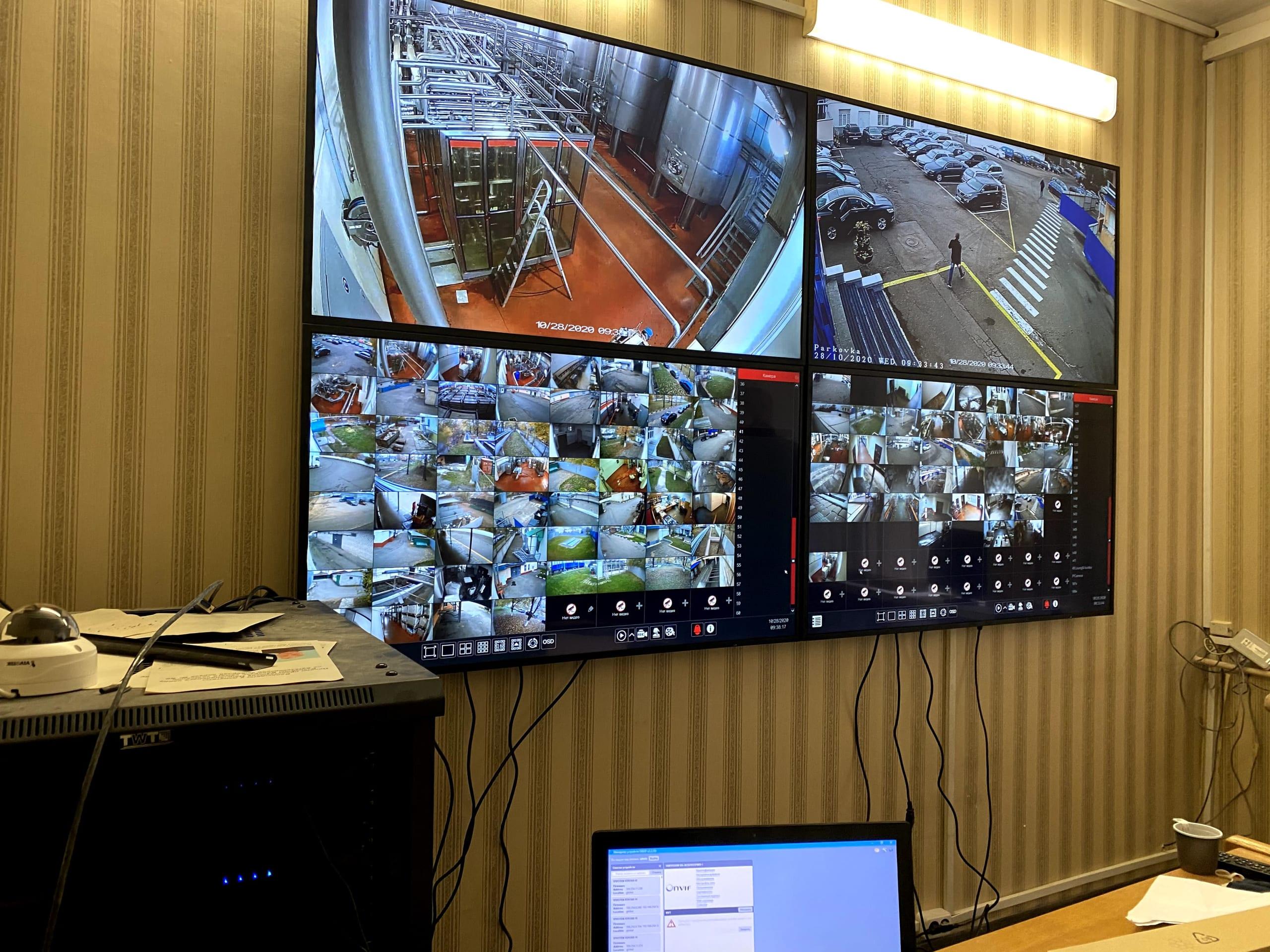 Контроль охраняемой территории на телевизоре.