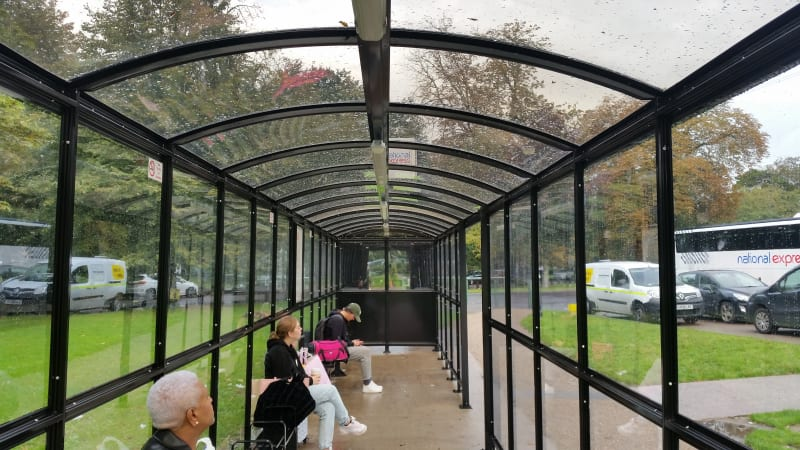 Large passenger waiting shelter