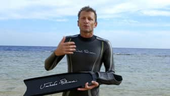 It was written by Umberto Pelizzari, a retired freediver that managed to break several world records, and Stefano Tovaglieri, a scuba and apnea instructor.