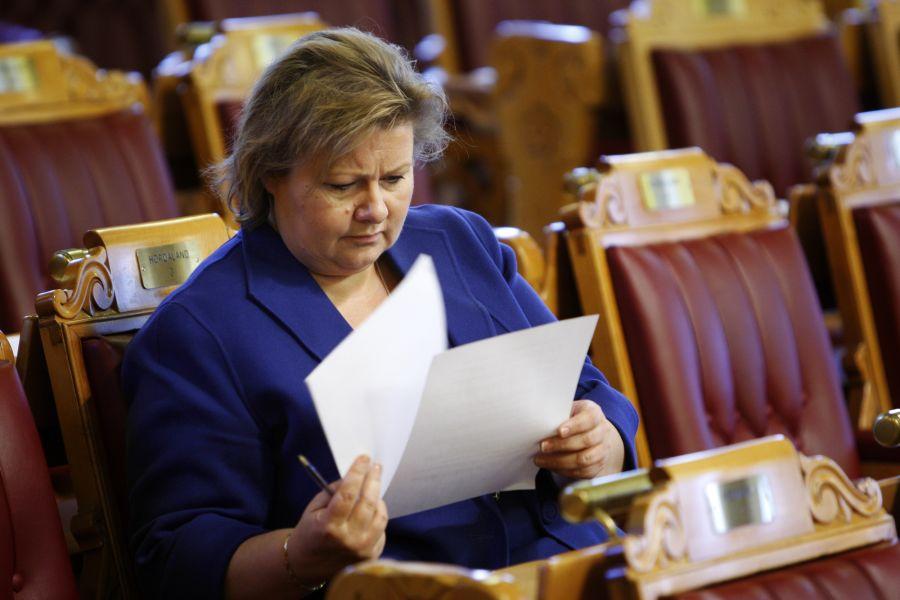 Som parlamentarisk leder for Høyre, refset Erna Solberg den rødgrønne regjering for ikke å møte i spørretimen.