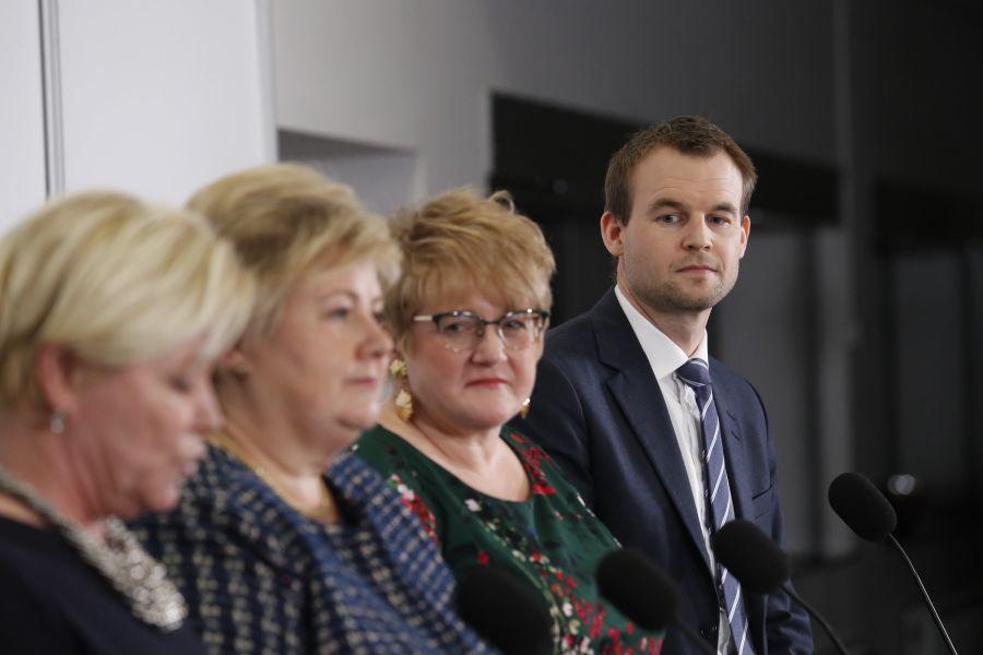 Nestleder i KrF, Kjell Ingolf Ropstad, presenterte regjeringsplattformen sammen med partilederne Siv Jensen (Frp) (f.v.), Erna Solberg (H) og Trine Skei Grande (V).