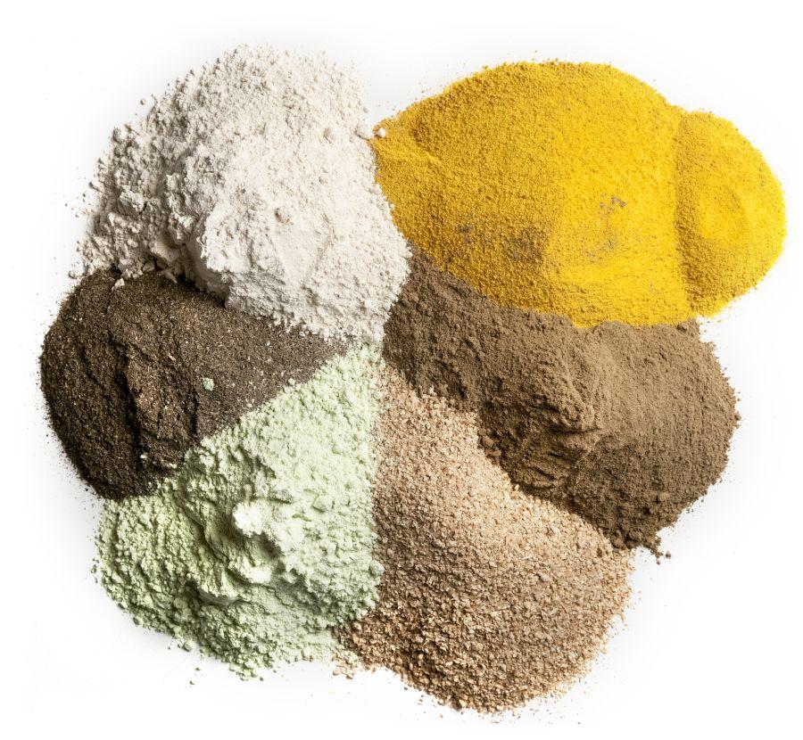 Råmaterialer til fiskefôr. Erteproteinkonsentrat, solsikkemel, hvetegulten, maisgluten, fiskemel og soyaprotein.