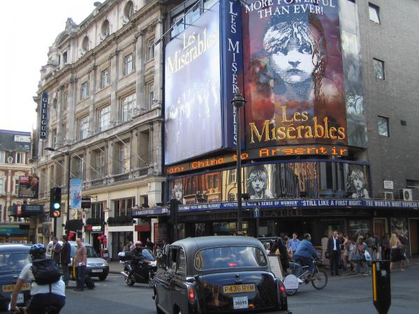 Hotels near Queen's Theatre