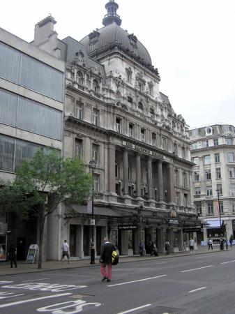 Hotels near Her Majesty's Theatre