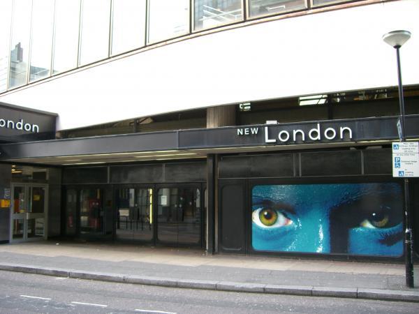 Hotels near New London Theatre