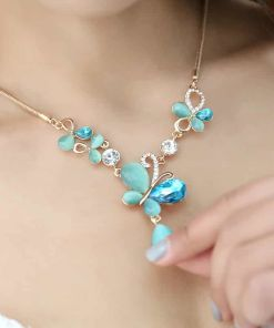Fashion Temperament Opal Crystal Pendant