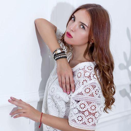 Luxurious Women Wristwatch