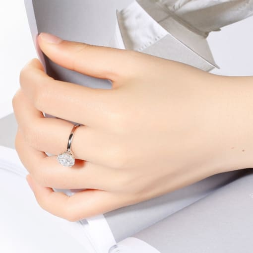 Chereda New Fashion Rotatable 925 Silver Ring For Women Transparent Rhinestone Classic Tuxury Lady Girls Jewelry Accessories