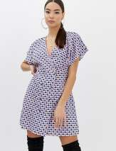 Boohoo wrap dress with button detail in abstract print - Multi