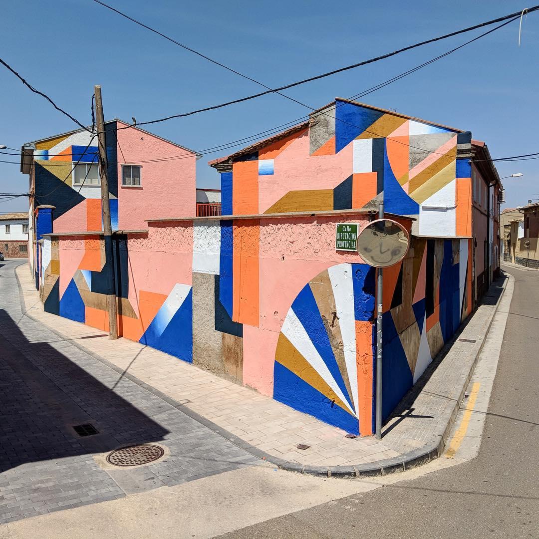Artwork By Anna Taratiel in Alfamén (Building facade, Abstract)