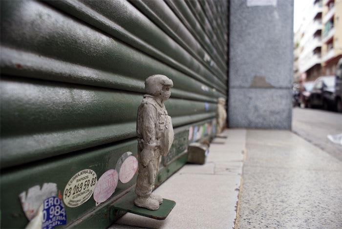 Œuvre Par Isaac Cordal à Barcelone