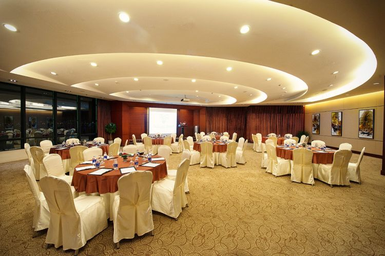 brilliant_Ballroom I- Round table