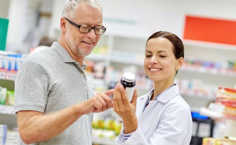 Elderly man buys L-arginine supplements