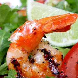 Shrimp in salad with tomatoes