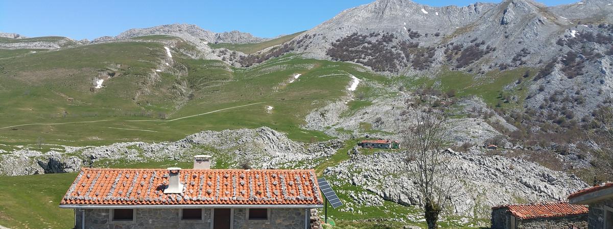 Aizkorri Mountain Trekking 1