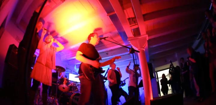 Rock-Konzert im Büro: Das Ministry Band Aid