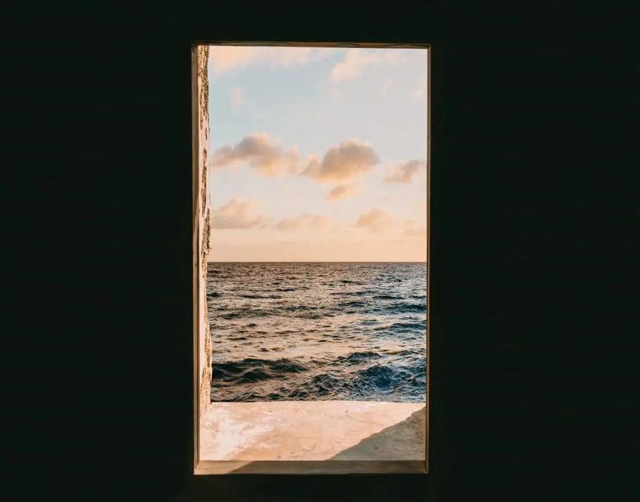 Une image contenant fenêtre, moniteur, eau, photoDescription générée automatiquement