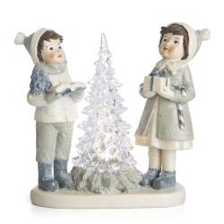 Gutt og jente stående rundt juletre m/LED lys