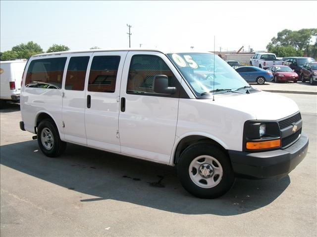 2005 Chevrolet Express G1500 Cargo Van AWD