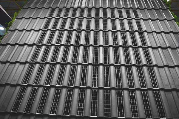 Eternit apresenta a 1ª telha fotovoltaica do país aprovada pelo Inmetro