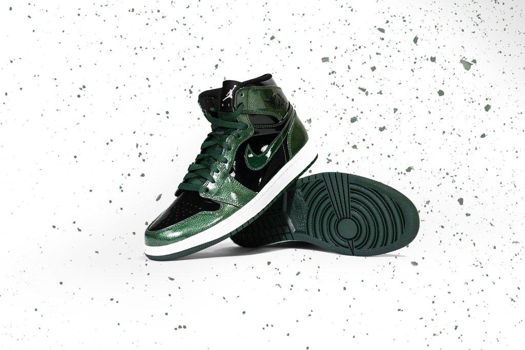 7f5d712b57b Very Goods | Air Jordan 1 Retro High (Grove Green/Black/White ...