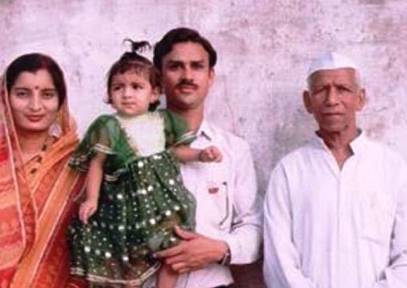 Anveshi Jain childhood pic with family