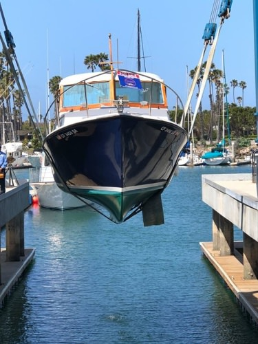 Bottoms Up! The sweet 27' Pearson Coastal Cruiser is drawing some extra attention while she hangs out in the slings today.