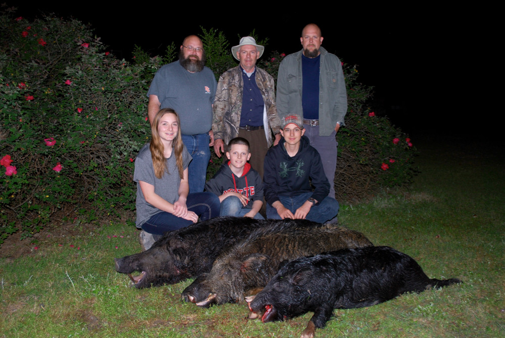 Red Bluff Lodge: Night Hog Hunt