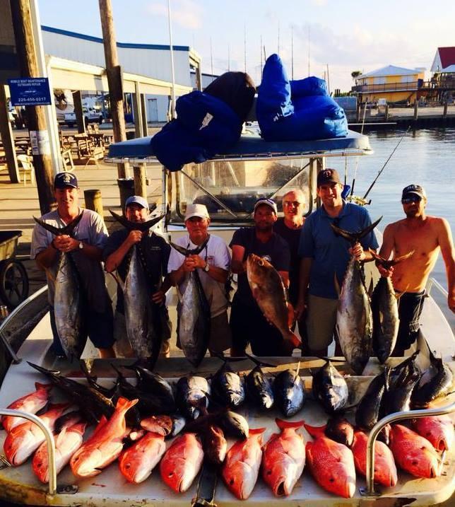 Fish Commander Offshore Fishing Charters: BLUE WATER TUNA FISHING 32'