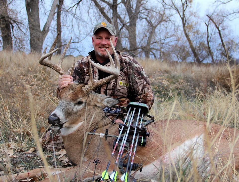 Red Dog Outfitters: Nebraska Deer Hunts