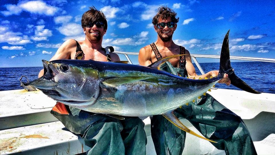 Fish Commander Offshore Fishing Charters: BLUE WATER TUNA FISHING 42'