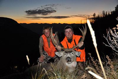 Swan Mountain Outfitters: Mule Deer Hunts