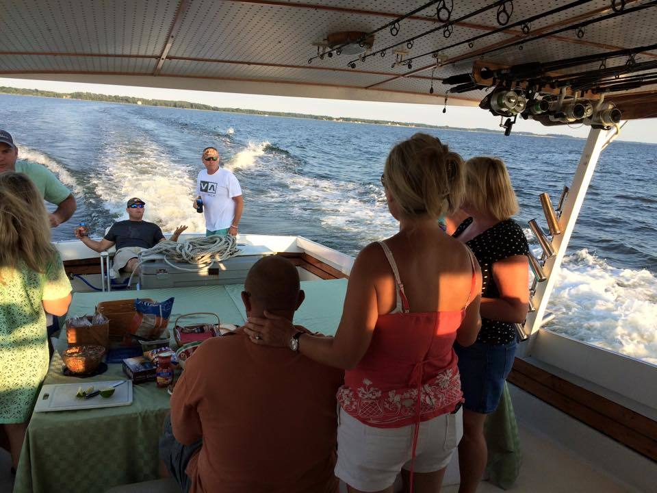 Elligail Charters: Day and Evening Cruises