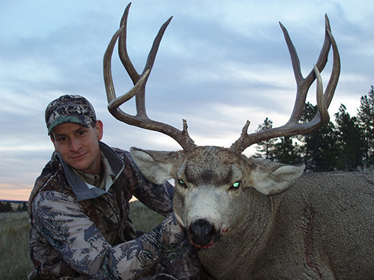 Trophies West Outfitting Co.: Guided Whitetail Hunts