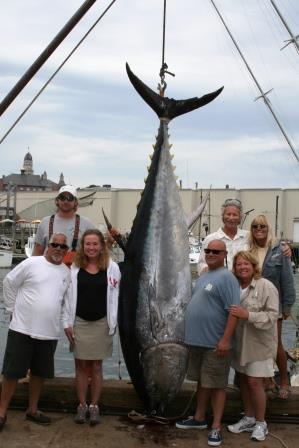 Tuna Hunter Fishing Charters: Giant Bluefin Tuna Fishing Marathon