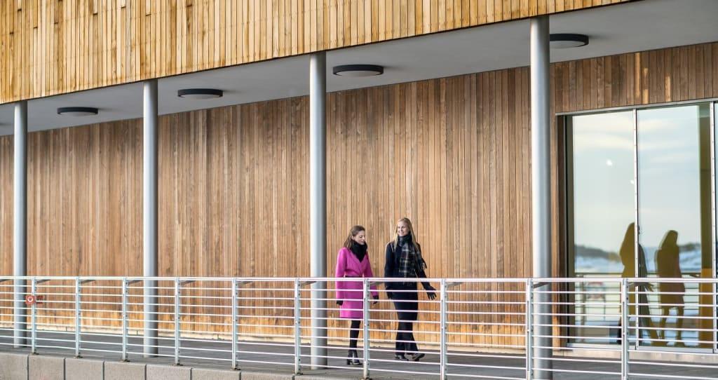 Ine Oftedahl og Celine Brovoll fra Ung i Finans