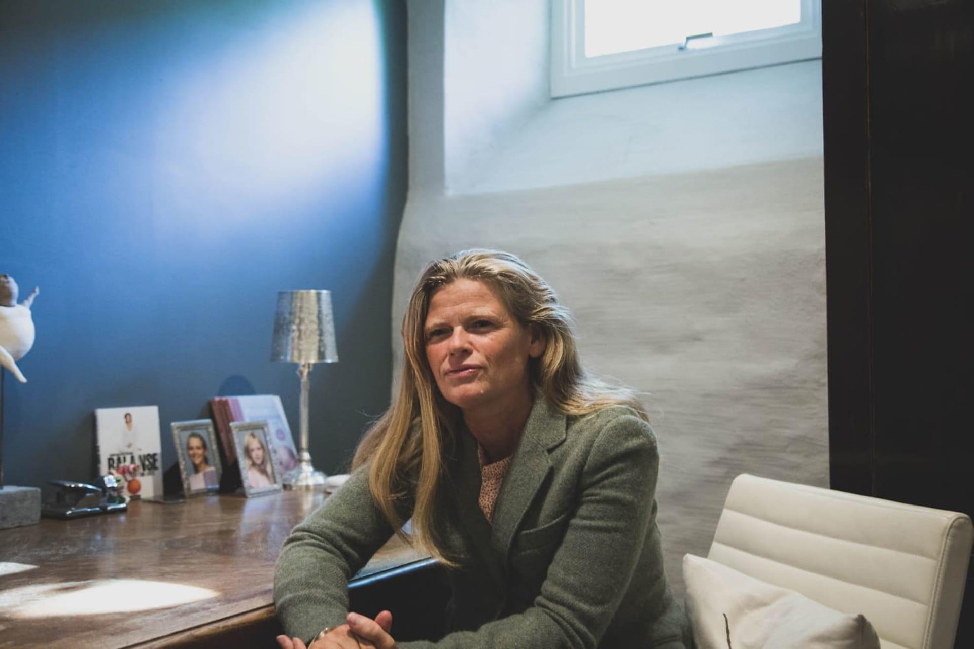 Å OPPRETTHOLDE LIVSBALANSEN: Karen Kollien Nygaard brenner for hvordan man kan beholde livsbalansen, med en spennende karriere, samtidig som man tar vare på helsen. Men hva gjør du når det blir altfor mye jobb, som går utover helsen?