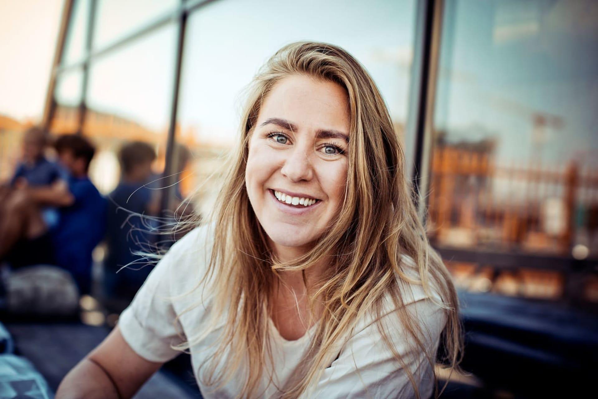 STERKE INNTRYKK: Thea Sommerseth Myhren har reist mye og sett hvordan utviklingshjelp kommer ovenfra og ned. Det har gjort sterkt inntrykk på 29-åringen. kk.