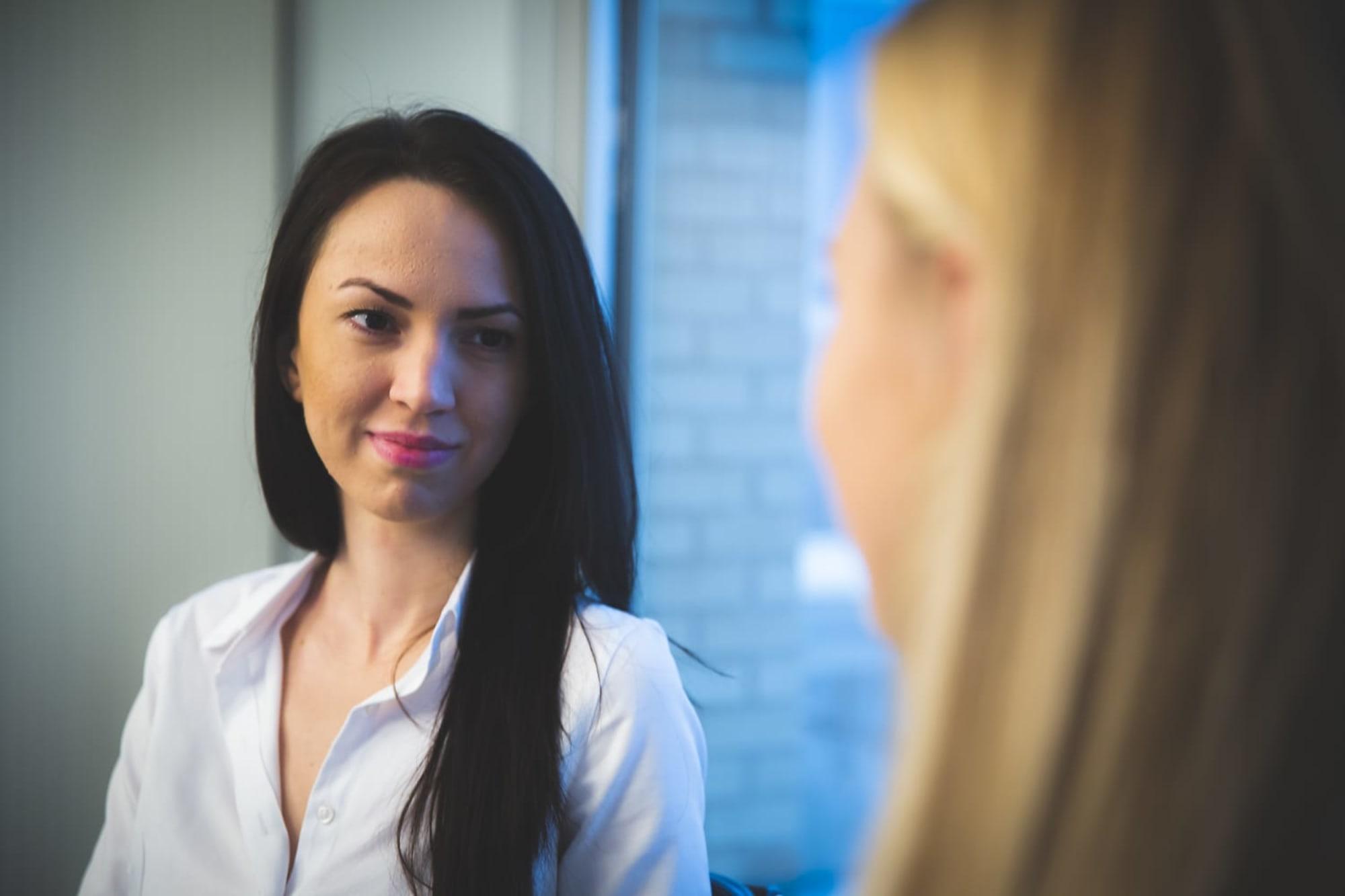 DERFOR TRIVES ALINA I JOBBEN: – For meg er det nok kombinasjonen av at det jeg gjør genererer mer penger og at jeg får jobbe med spennende teknologi, data og analyser, som gjør at jeg trives så godt i jobben min, sier Alina.