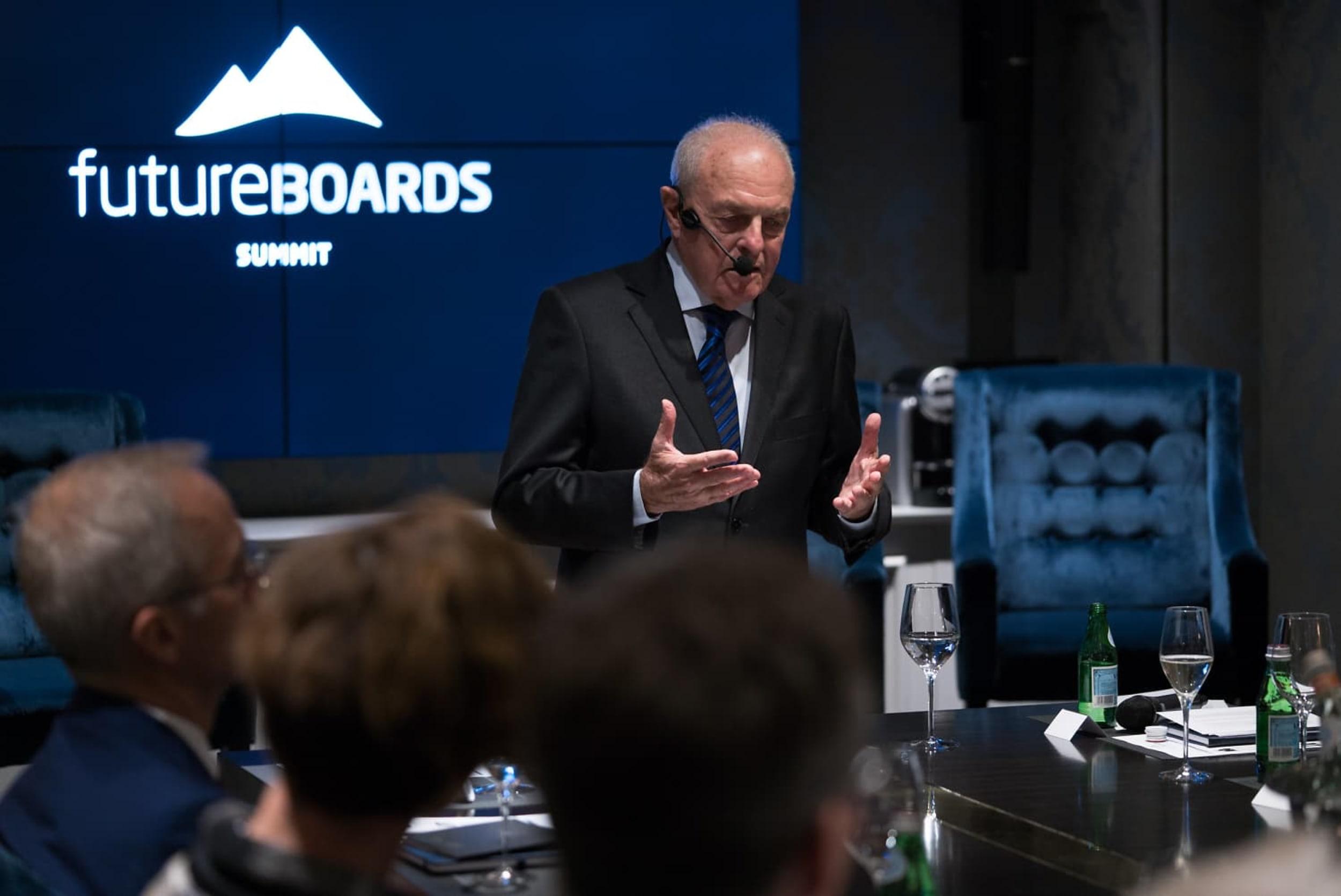 KONGEN: Mervyn King kommer på konferanden Leading for the Future. Han står bak The King Report, som gir selskaper anbefalinger for hvordan de skal styre og lede bærekraftig.