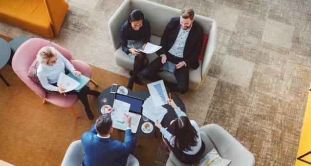 Løper du fra møte til møte, der det ene møtet genererer et nytt? Det kan du bare slutte med, i følge forskere.