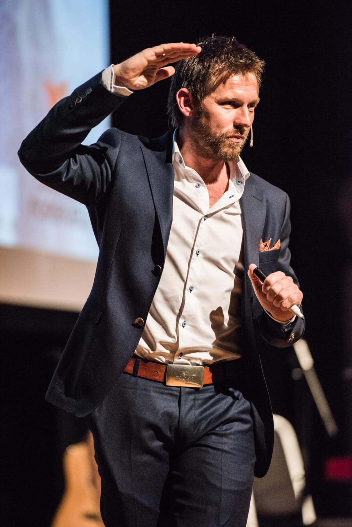 Espen Simonsen har holdt utallige foredrag og kurs for fagmiljøer, næringslivsledere og politikere – samt motivasjonsforedrag for folk flest.