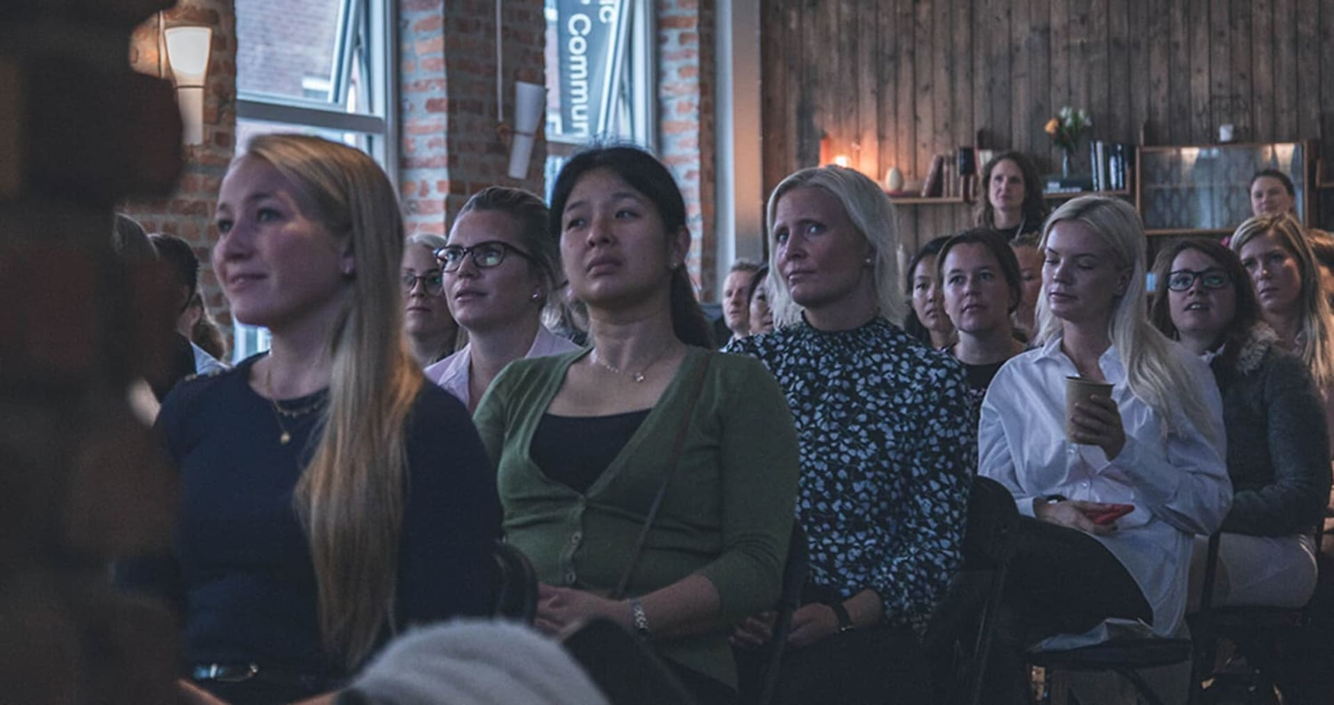 GODT OPPMØTE: Det var fullt på Mesh da DNB arrangerte frokostmøte om kvinner og investering. Rommet var, ikke overraskende, i hovedsak fylt opp med kvinner.